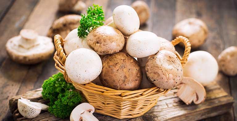 Veganistische tapenade van paddenstoelen